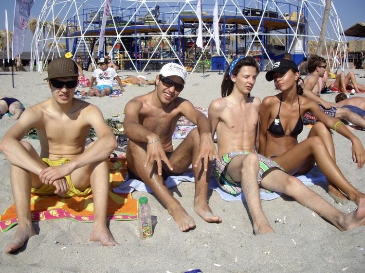 Группа нудистки секс пляж видео моему